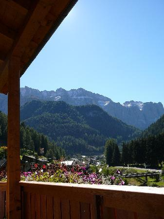 Residence Carin: Balcony View to Dolomites