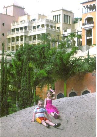 Gran Tacande Wellness & Relax Costa Adeje: backround building typical of the area.