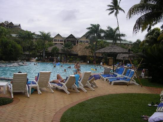 Outrigger Fiji Beach Resort: outrigger pool
