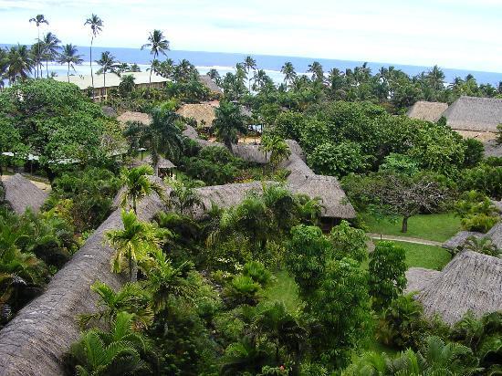 Outrigger Fiji Beach Resort: the huge grounds