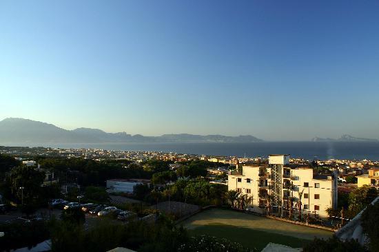 Hotel Sakura: Vue de notre balcon au 2ième étage