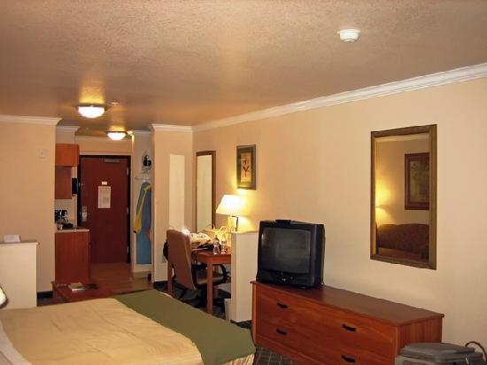 Holiday Inn Express & Suites Austin-(Nw) Hwy 620 & 183: View #3