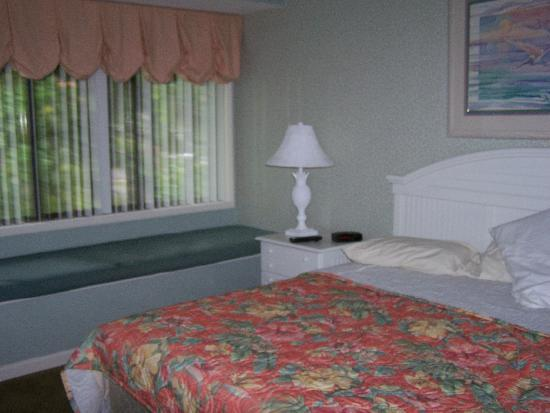 Coral Sands Resort: Masterbed Room