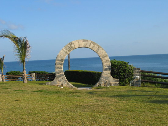 Bermuda: Moon gate