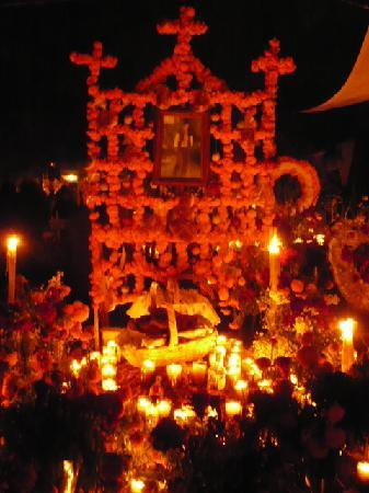 Los Escudos: Graveside on Day of the Dead