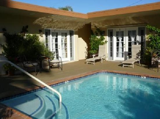 Old Ranch Inn : View of pool area and patio