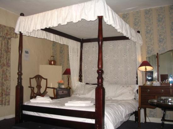 Cartmel, UK : Four poster room