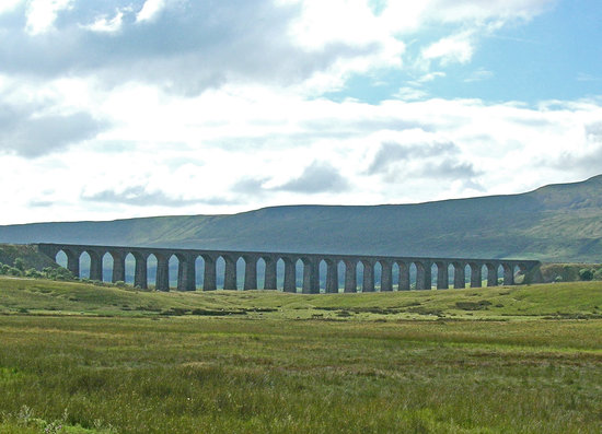 Ingleton, UK: Ribblehead Viaduct, North Yorkshire, England