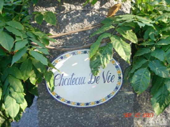 Chateau de vie sign by front gate