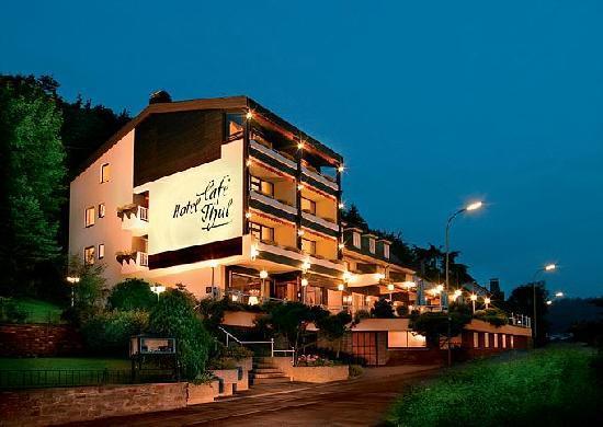 Moselromantik-Hotel THUL: Nachtaufnahme Hotel Thul