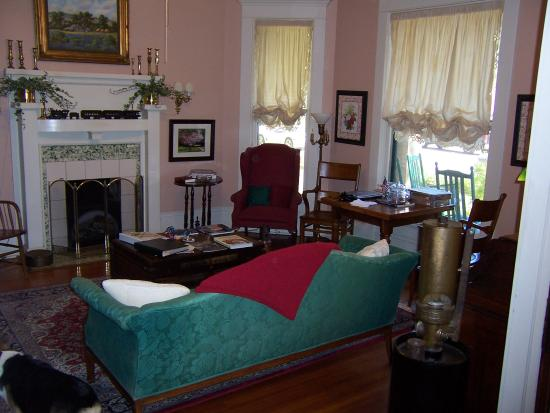 Katy House Bed and Breakfast: Lounge