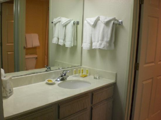 Residence Inn Las Vegas Hughes Center : Bathroom - loved the counter space!