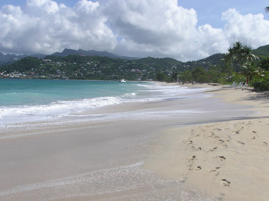 Grand Anse, Grenada: View up the beach