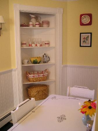 Phoenicia Belle: adorable kitchen
