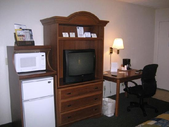 Best Western Heritage Inn: TV armoire