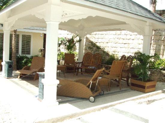 Plantation Bay Resort And Spa: Quantum Villa shaded area