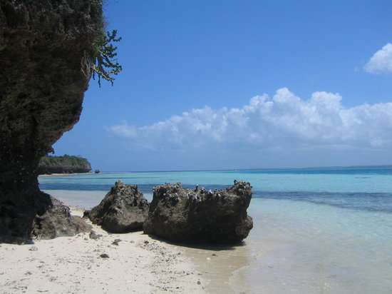 Chumbe Island Coral Park: low tide... you can walk all around the island