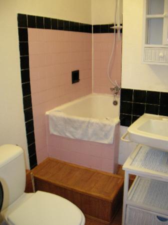 bathroom at hotel du bellay room #6