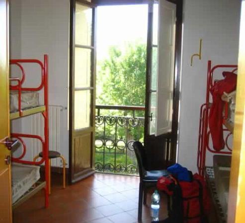 Villa Camerata Youth Hostel: Our room in Villa Camerata