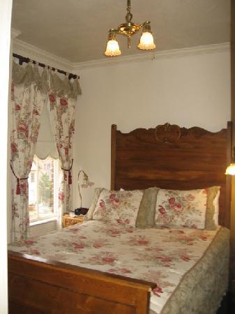 Bishop Victorian Hotel: Queen bedroom