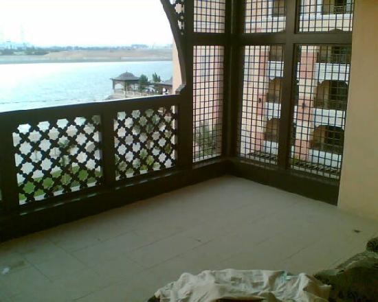 Shangri-La Hotel, Qaryat Al Beri, Abu Dhabi: large balcony