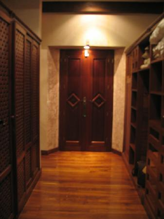 Posada de Los Leones: Master Bath Hall of Closets - Shuttered Window at the end