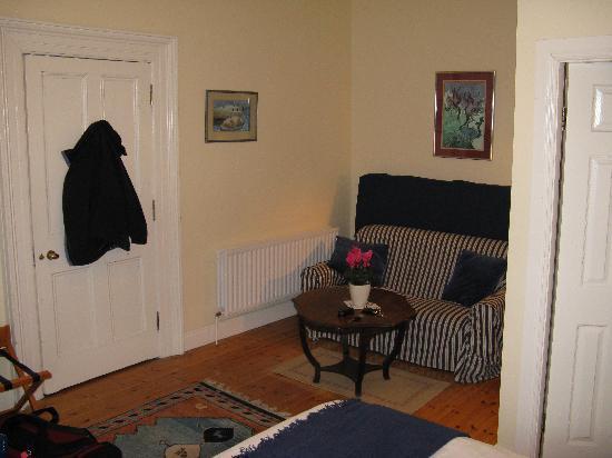 Sea Mist House : Room 3 - sitting area