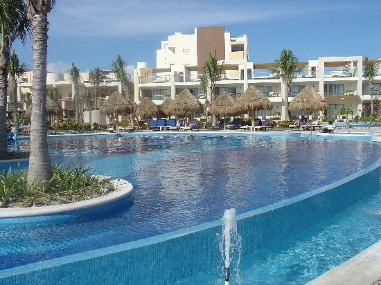 Excellence Playa Mujeres: More Main Pool