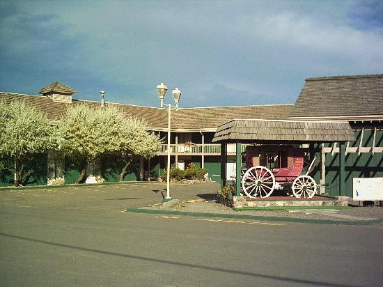 Red Coach Inn: historic BX stagecoach