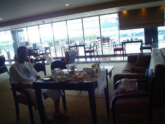 Hilton Buenos Aires: 30112007_Executive_Breakfast_Room