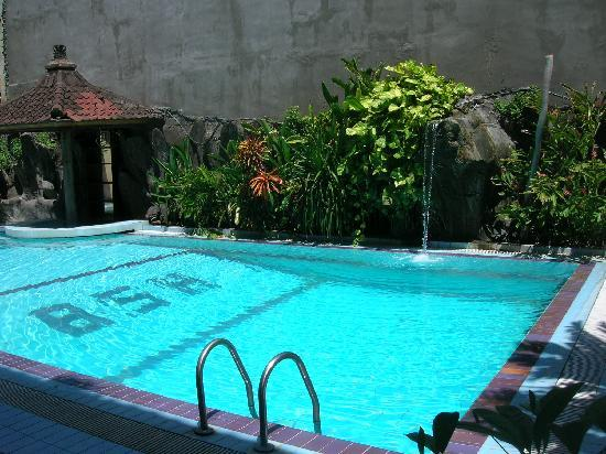 Bali Summer Hotel: Swimming pool