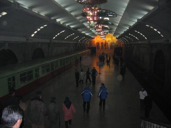 Pothonggang Hotel: Pyong Yang Underground Station