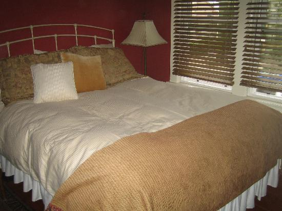 Hillcrest House Bed & Breakfast: The Gaslamp Room