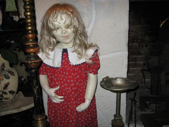 Blue At Topaz: creepy girl