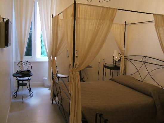 WRH Trastevere: Our Room