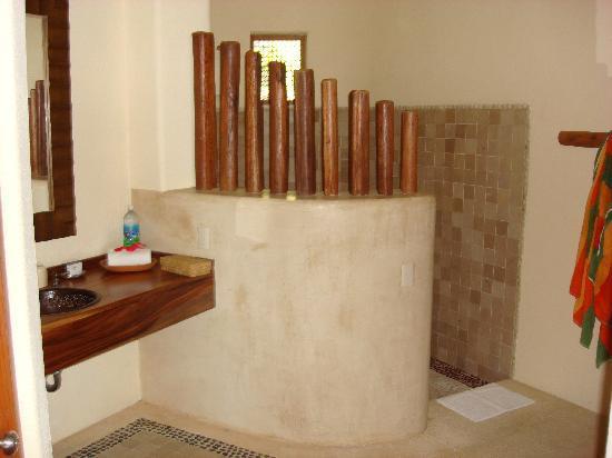 Hotel Cinco Sentidos: Bathroom