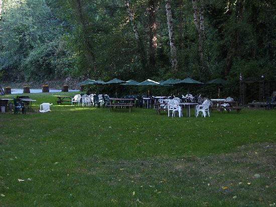 Kamp Klamath RV Park: The weekly salmon bbq in camp