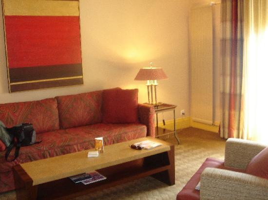 PALACE LUZERN: More bad decor. And I usually love red and yellow!