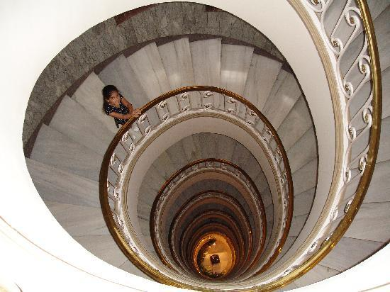 Gran Hotel Velazquez: Staircase to the lobby
