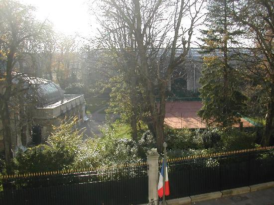 Hotel Luxembourg Parc: View from Room 35 over to Park