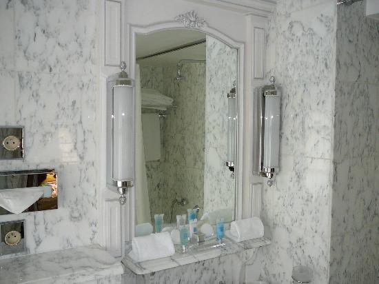 Hotel Luxembourg Parc : Bathroom, Room 35