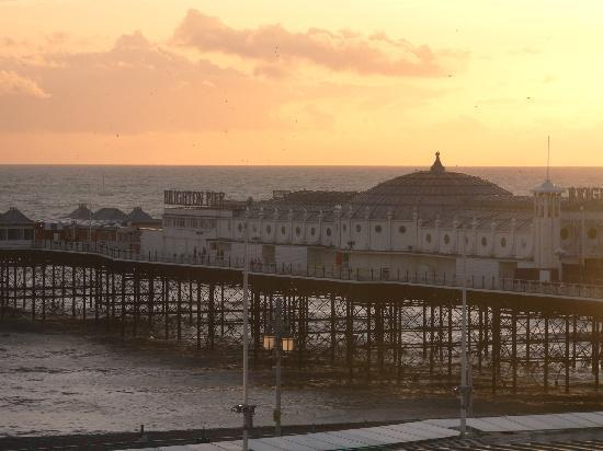 Atlantic Hotel: pier at sunset