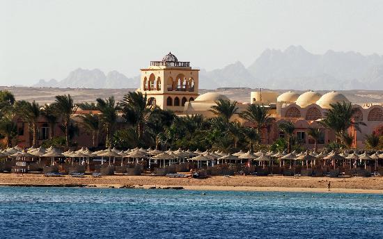 Jaz Makadi Oasis Resort and Club: The overcrowded beach