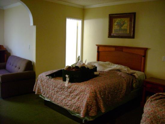 Bevonshire Lodge Motel : beds