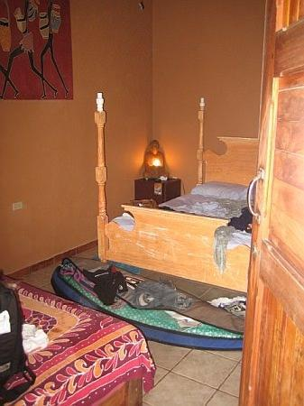 Casa Zen Guest House & Yoga Center: Our 2nd story room
