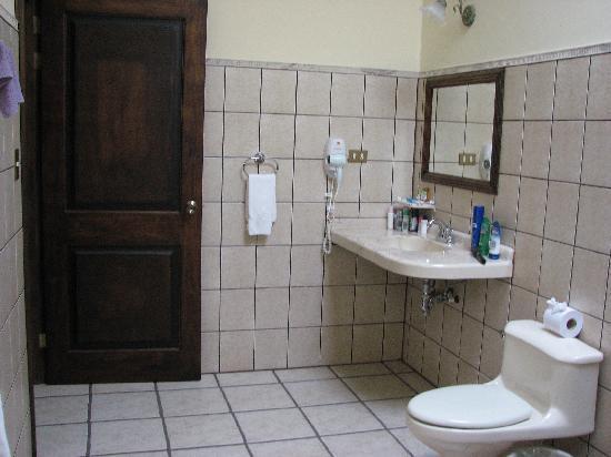 Arenal Manoa Hotel: bathroom