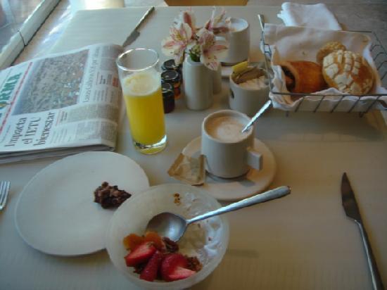 Hotel Habita: breakfast