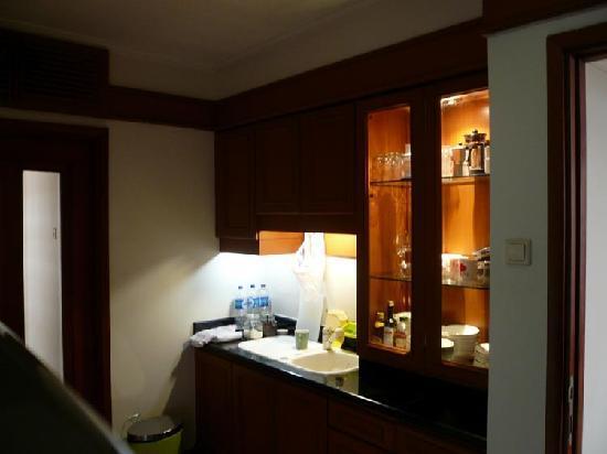 Somerset Grand Citra: Correct western kitchen