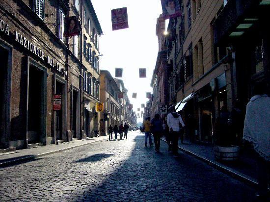 Hotel Mariani: Corso Matteotti - 1km of shops & cafes