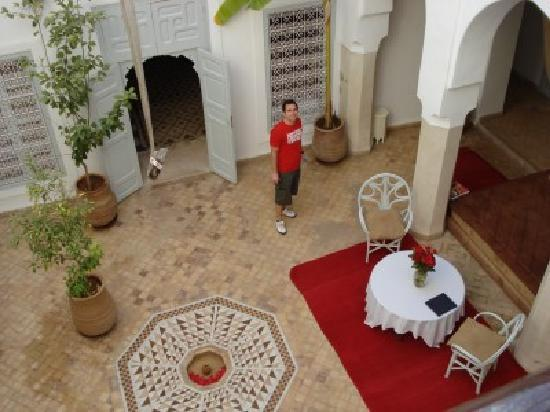 Riad Tizwa: The courtyard